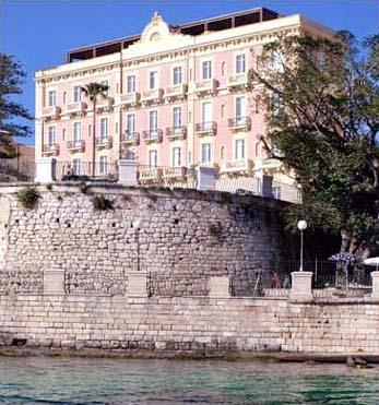 Alberghi siracusa ortigia hotel pensioni ostelli for Ortigia siracusa hotel